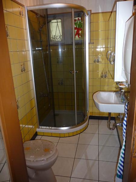 badezimmer behindertengerecht umbauen badewanne auf duschfeld umbauen barrierefrei. Black Bedroom Furniture Sets. Home Design Ideas